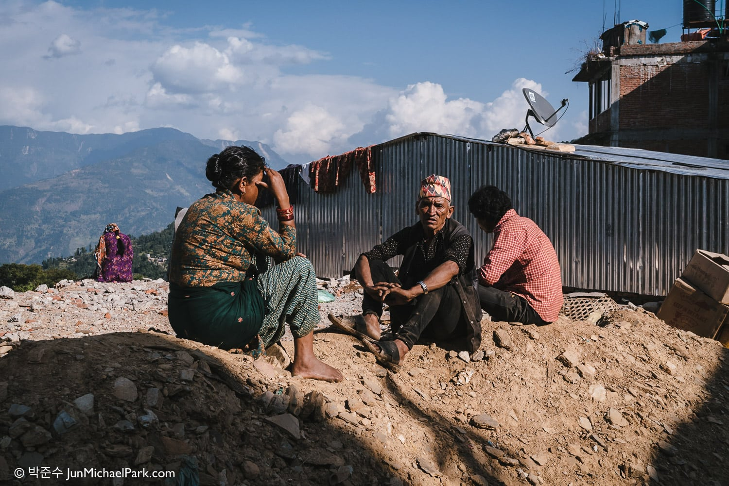 In the mountainous Sindhupalchok district, four-fifths of homes have been destroyed or heavily damaged. Temporary housings are prevalent. 04.11.15